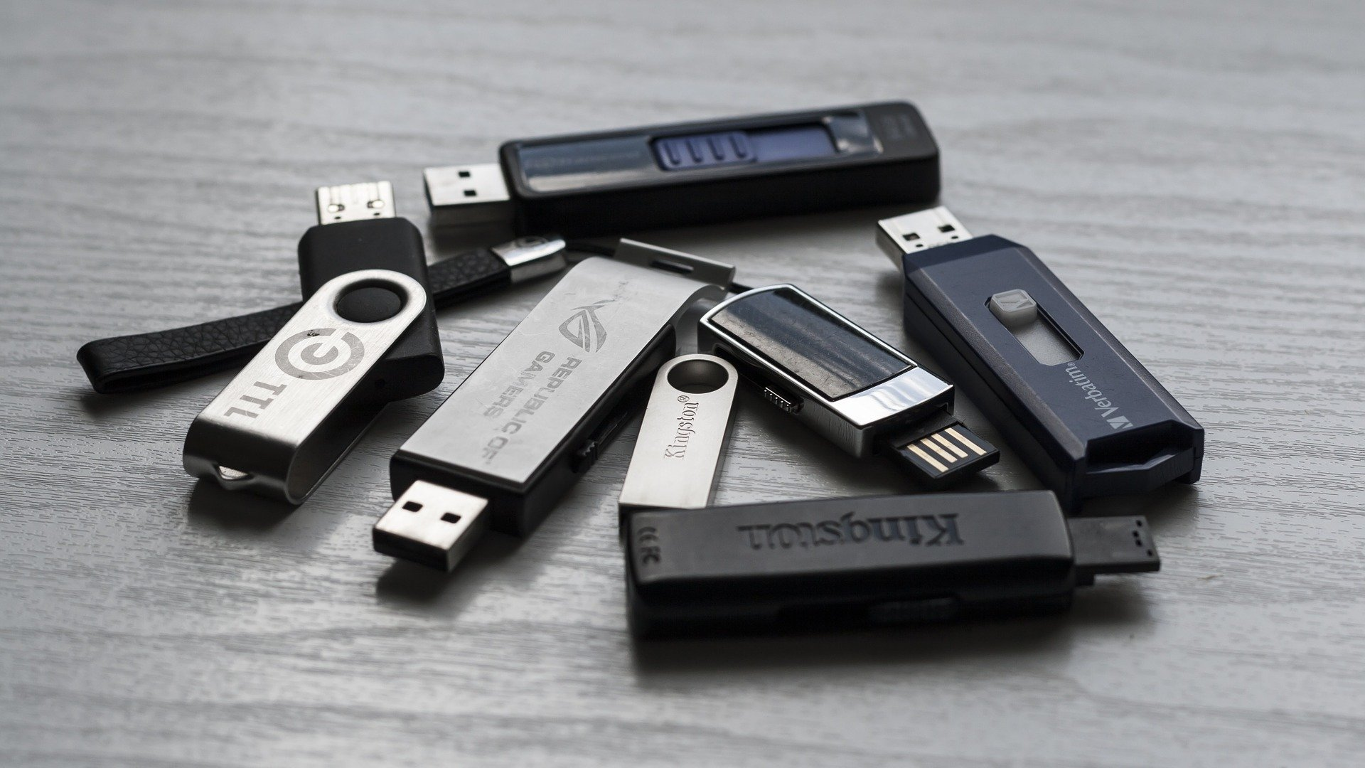Researchers recover 75,000 'deleted' files from pre-owned USB drives